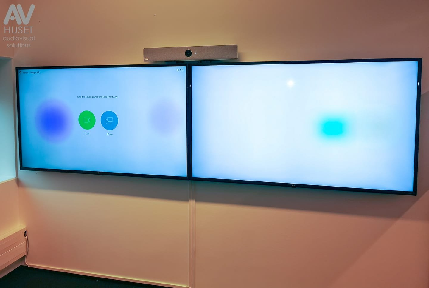 Cisco dual screen